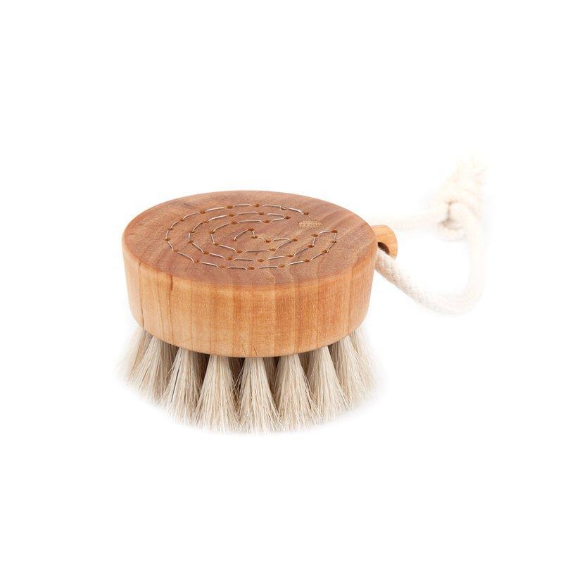 Iris Hantverk bath-brush-puck-2